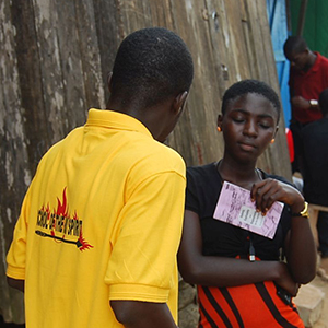 A student shares the Gospel on the street
